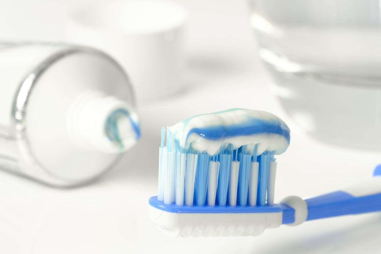 Service aide à domicile Paris Hygiène dentaire