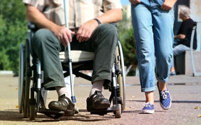 Quelles solutions pour faire garder une personne âgée de jour et de nuit à Paris ?