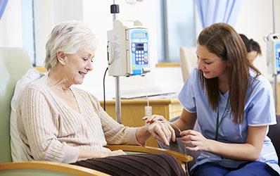 Le cancer du sein chez les personnes âgées : épidémiologie, causes, traitements et prévention