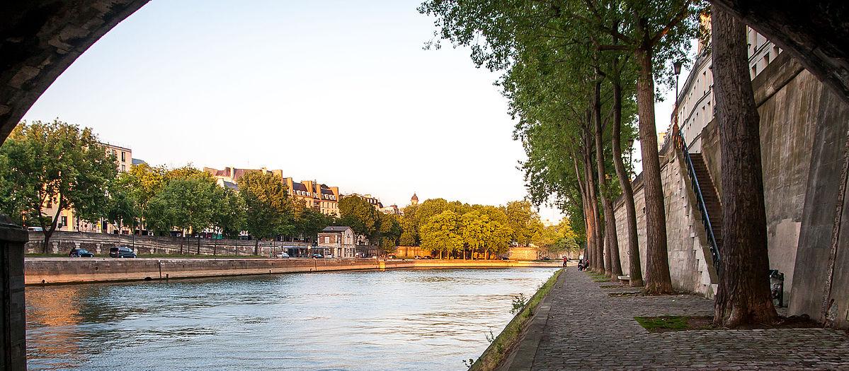 Quai de Seine soleil couchant Paris